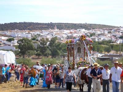 La Romeria de la Virgen de Escardiel a su salida del pueblo de Castilblanco camino de la Ermita/ Juan Carlos Romero