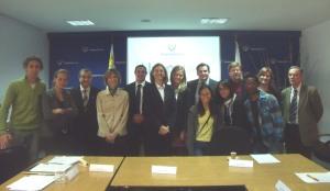 Representantes del Gobierno, de las universidades, de Uabroad.org y estudiantes de intercambio al término del acto