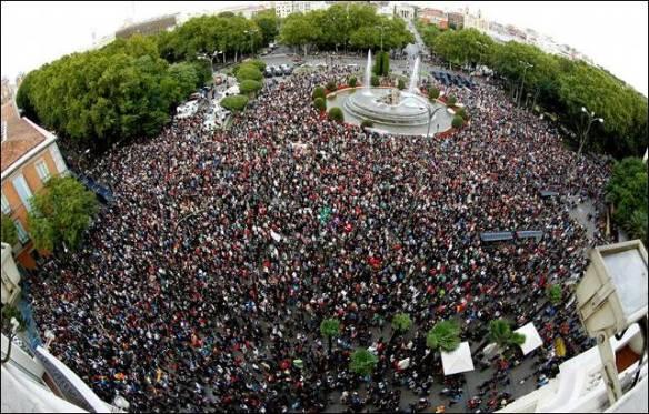 Las movilizaciones de la ciudadanía demandan un proceso constituyente en el Estado español / Imagen: 29S en Plaza de Neptuno, Madrid