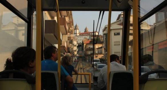 El funicular de Viseu es un moderno medio de transporte en pugna con la elevación del casco antiguo de la ciudad / Juan Carlos Romero