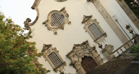 La ornamentación de las fachadas de los templos religiosos de Viseu sigue un mismo patrón neobarroco de estilo Juan V / Juan Carlos Romero