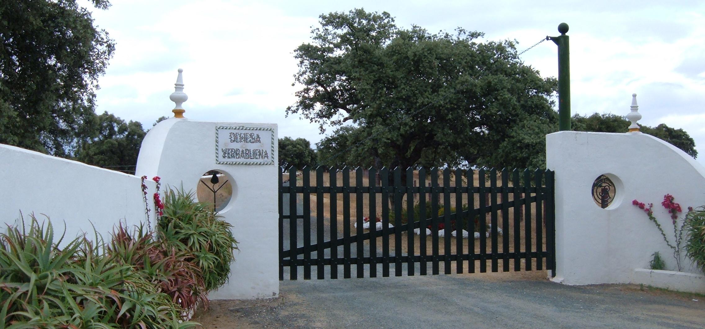 El acuerdo del Ayuntamiento con Ortega Cano y la familia Benjumea se suscribe en 2009 y pretende la modificación parcial de una vía pecuaria que pasa por la dehesa Yerbabuena y Cortijo de Campo