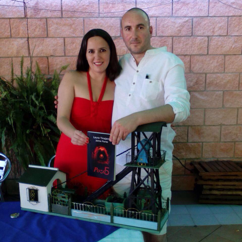 Laura Tinajero y Jaime Flores son los autores de Pozo5, una novela localizada en Villanueva del Río y Minas / ABC