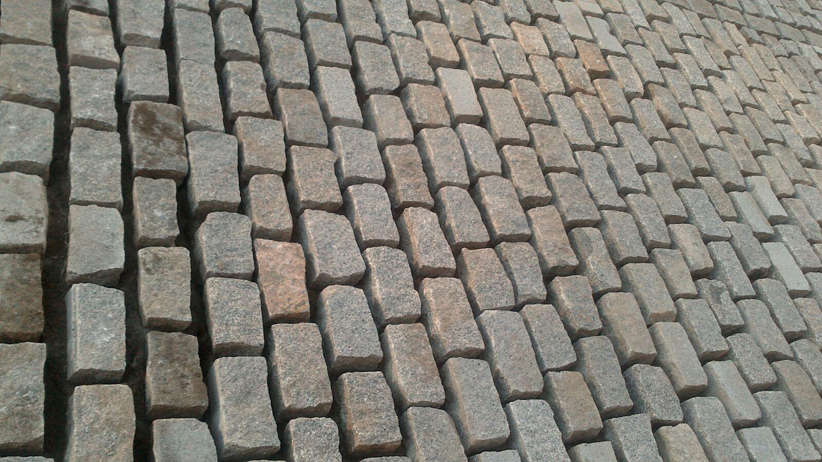 Los ltimos picapedreros de gerena dan nuevo lustre al - Precio de adoquines de granito ...
